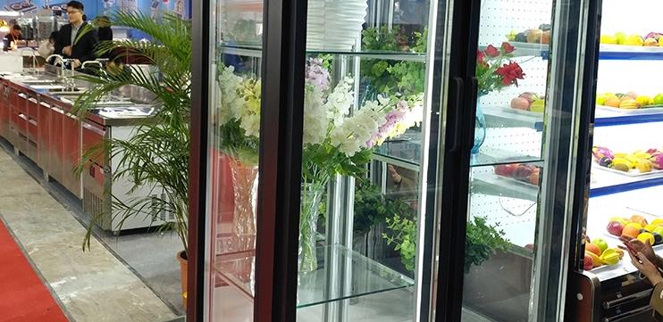 Hoa tươi trưng bày trong tủ mát dako việt nhật