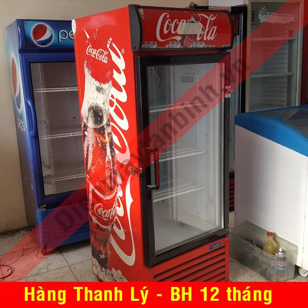 Tủ mát cũ trưng bày nước ngọt Coca Cola